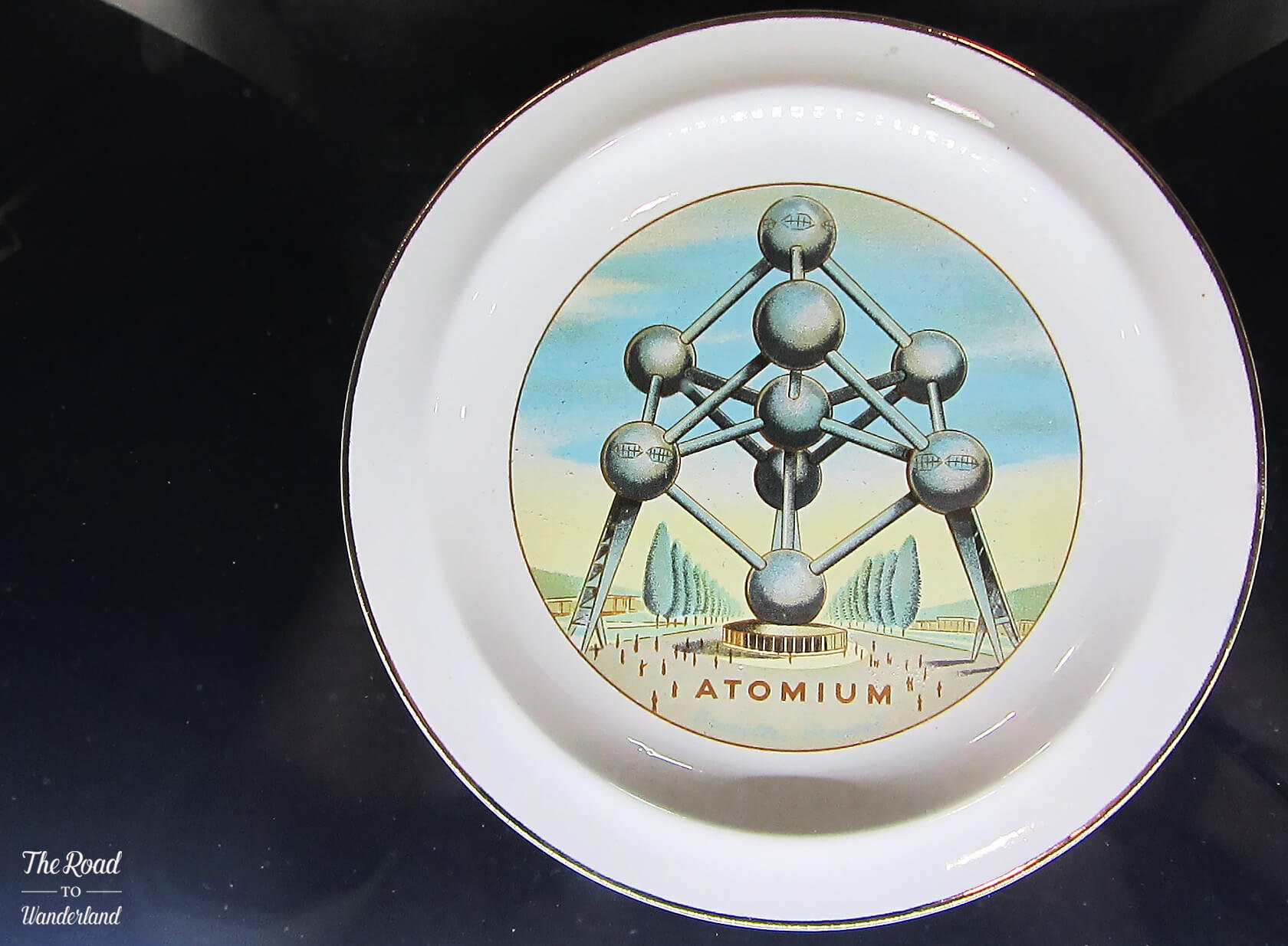 Memorabilia from the 1958 Brussels World Expo: Atomium plate