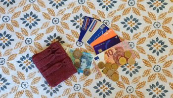The Best Debit and Credit Cards for Travellers and Digital Nomads